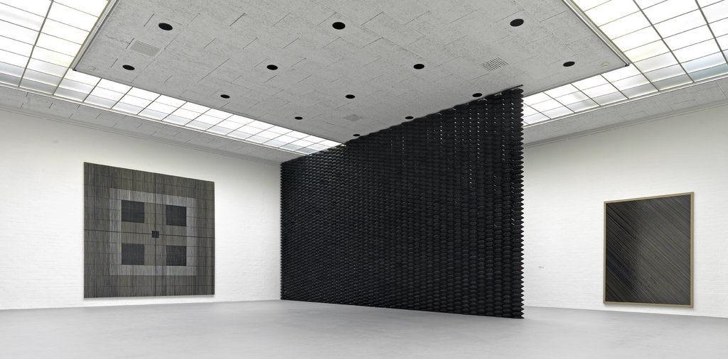 gregor_hildebrandt_installation_view_naechtliches_konzert_museum_van_bommel_van_dam_2012_ghiv_2_1280x1024_q80